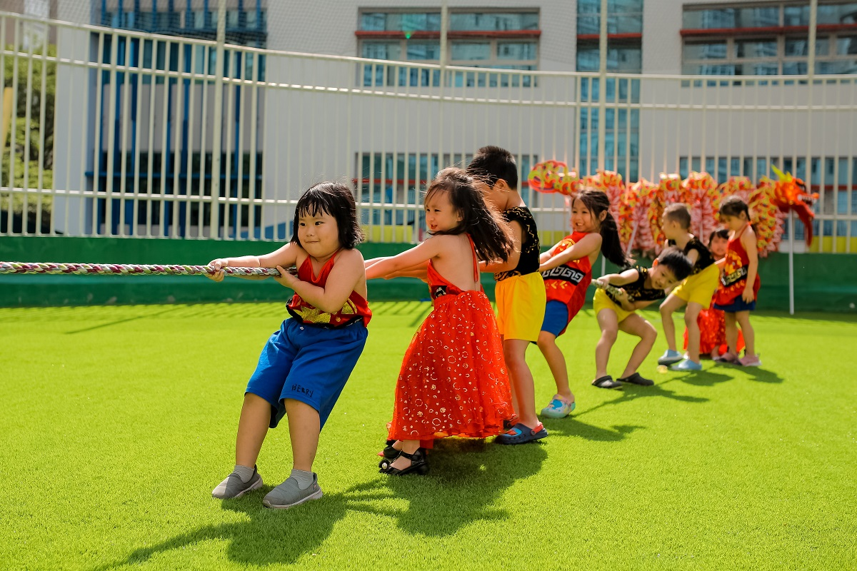 What is Montessori? Children are learning and playing at the same timewith outside activities.